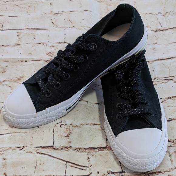 ba9f72a909640d Converse Shoes - Sale! Converse Chuck Low Sneakers Womens 8 Mens 6